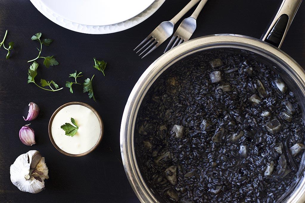 Arroz negro con sepia y salsa alioli 1