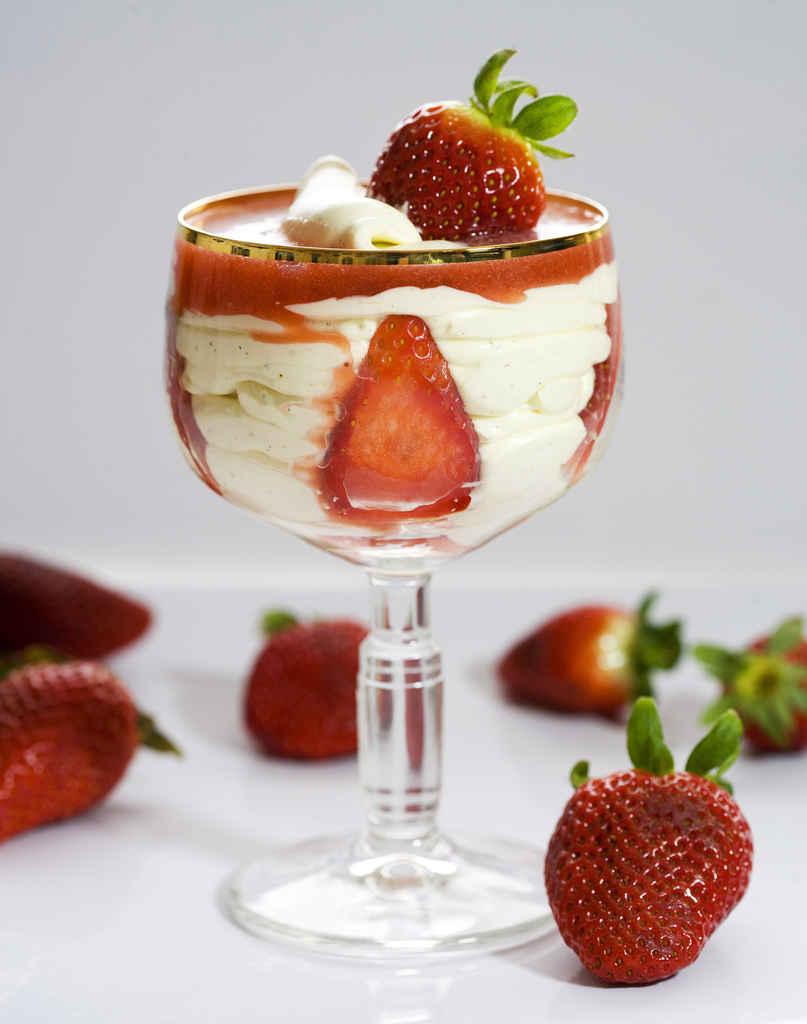Crema de mascarpone y coulis de fresas 1