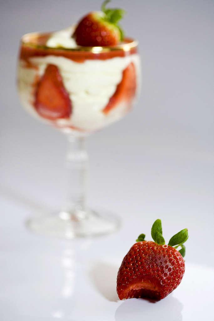 Crema de mascarpone y coulis de fresas 3