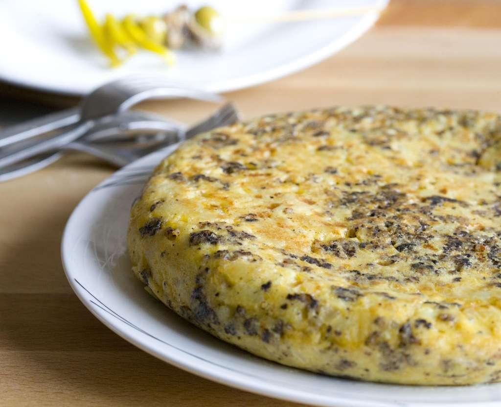 Tortilla de patatas con morcilla de Burgos 3