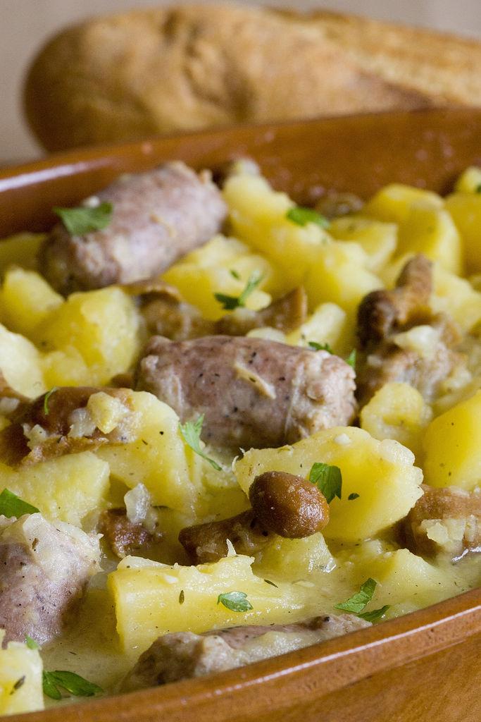 Guiso de butifarra, patatas y setas 1