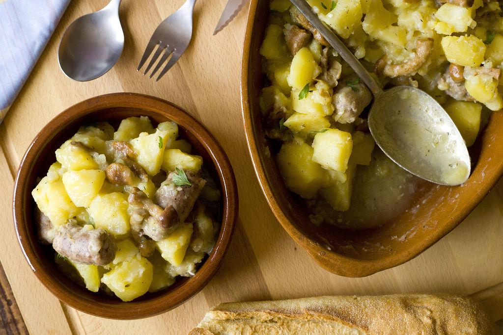 Guiso de butifarra, patatas y setas 3