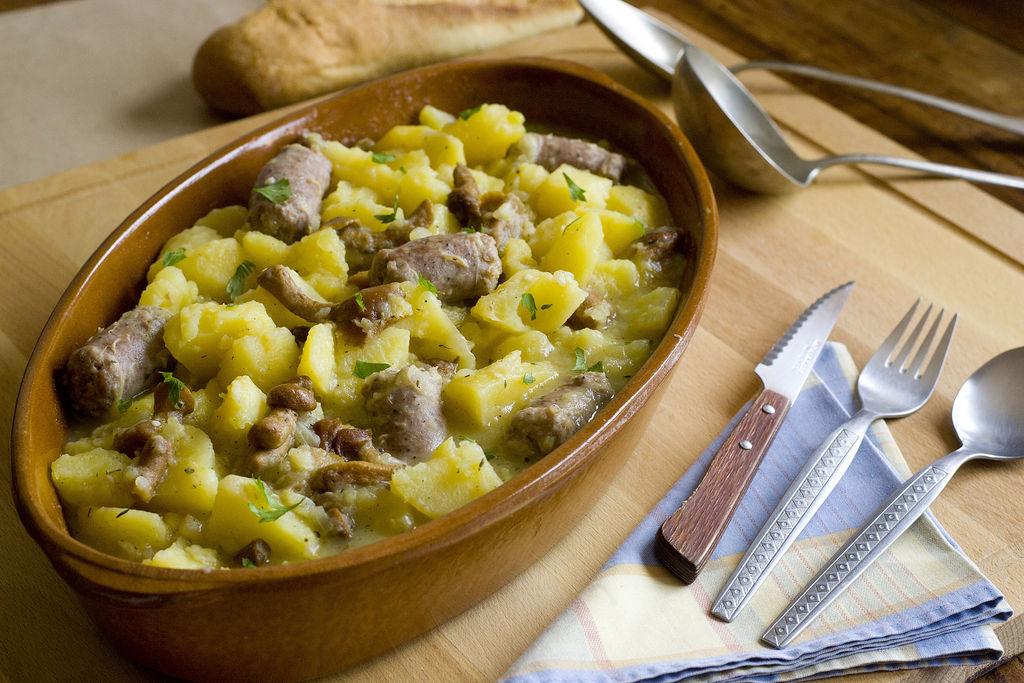 Guiso de butifarra, patatas y setas 4
