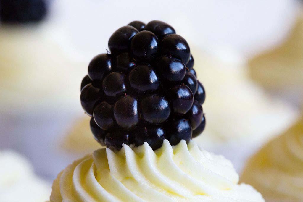 Cupcakes de limón y moras 6