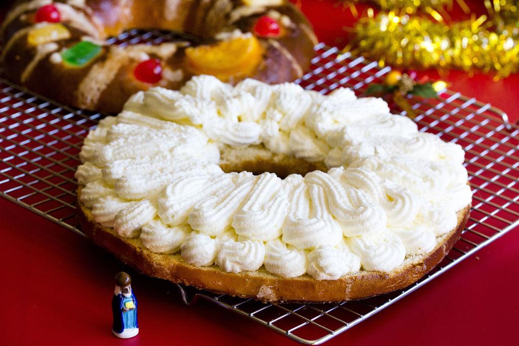 Roscón de Reyes relleno de nata 3