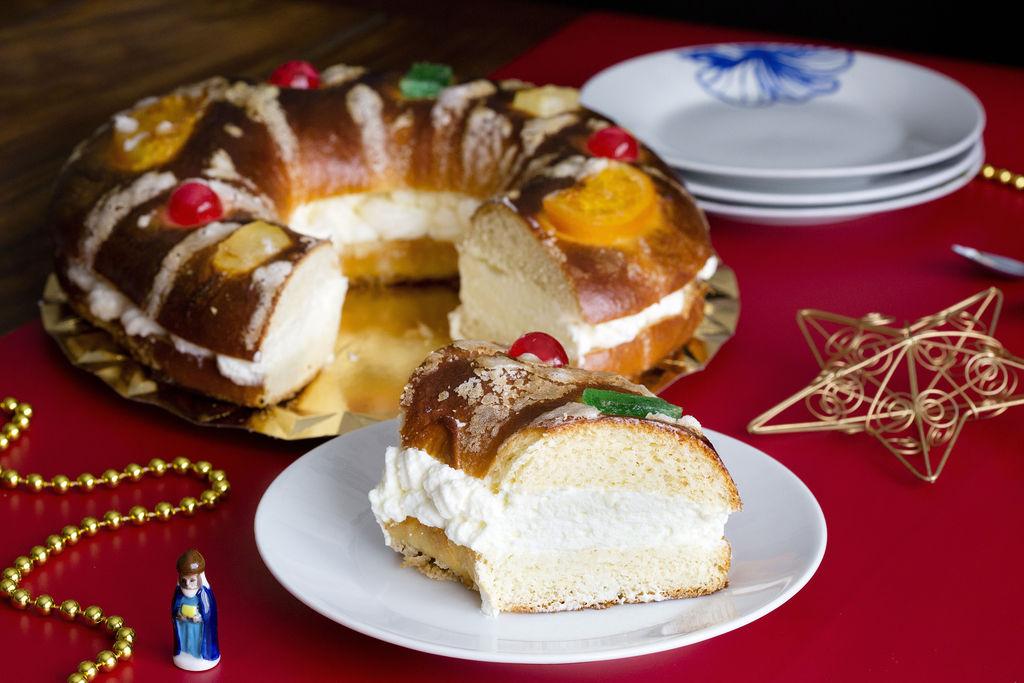 Roscón de Reyes relleno de nata 6