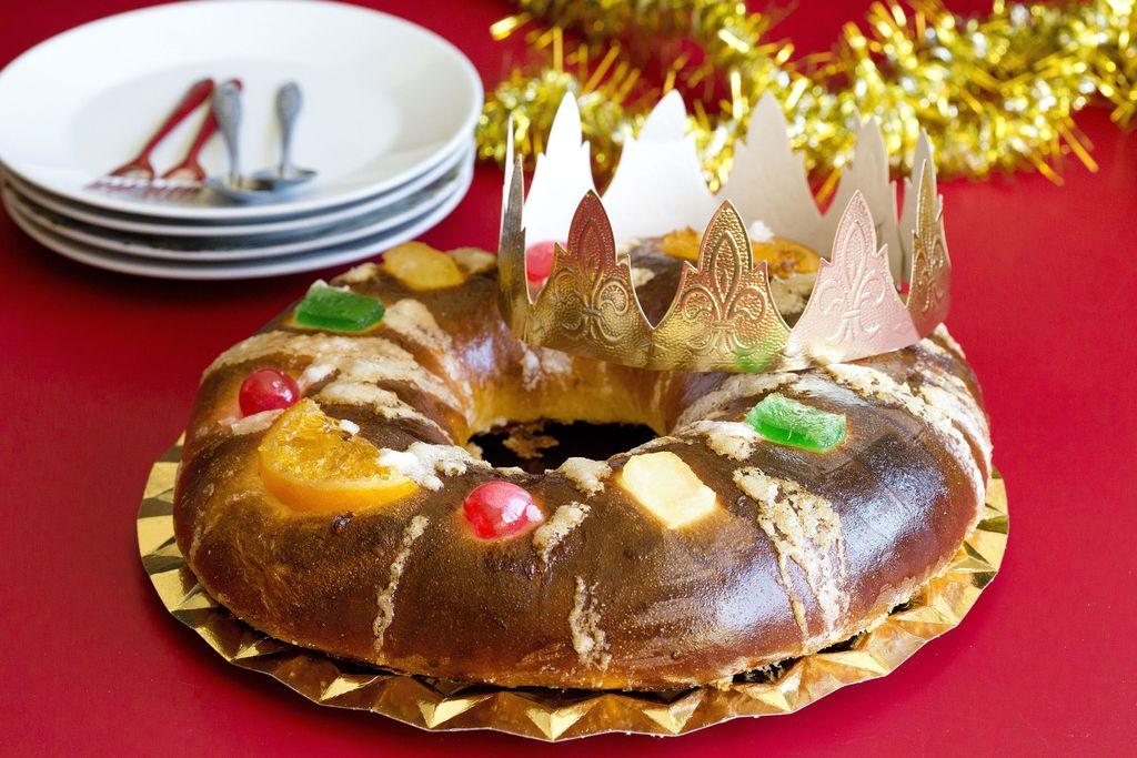 Roscón de Reyes relleno de nata 7