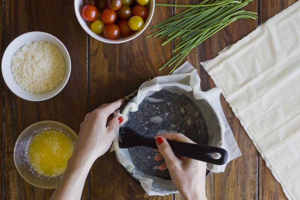 Tartaleta crujiente de queso y tomatitos de colores 2