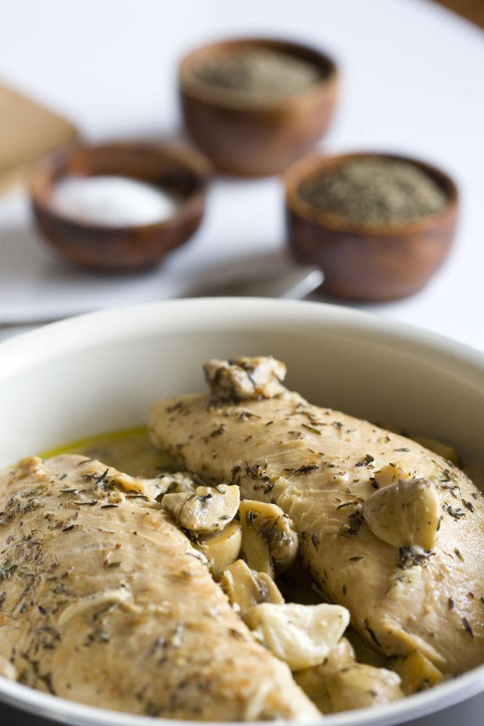 Solomillos de pavo con salsa de ajo, champiñones y tomillo 2