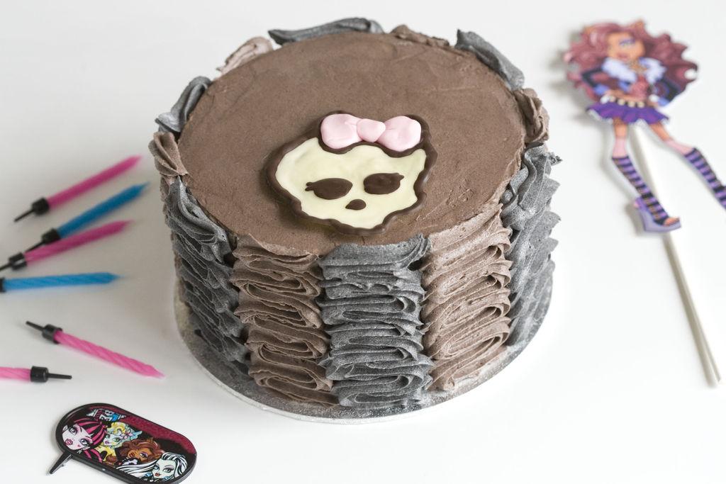 Tarta de chocolate y buttercream de vainilla 'Monster High' 1