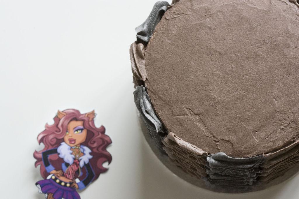 Tarta de chocolate y buttercream de vainilla 'Monster High' 8