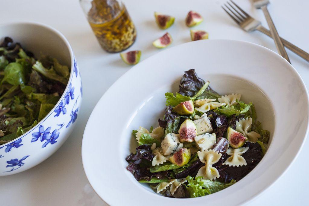 Ensalada de pasta farfalle con higos, piñones y queso gorgonzola 3