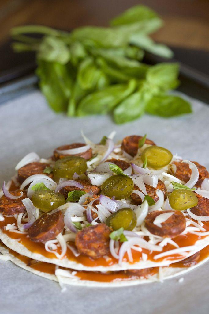 Pizzadilla de chorizo, mozzarella y jalapeños 3