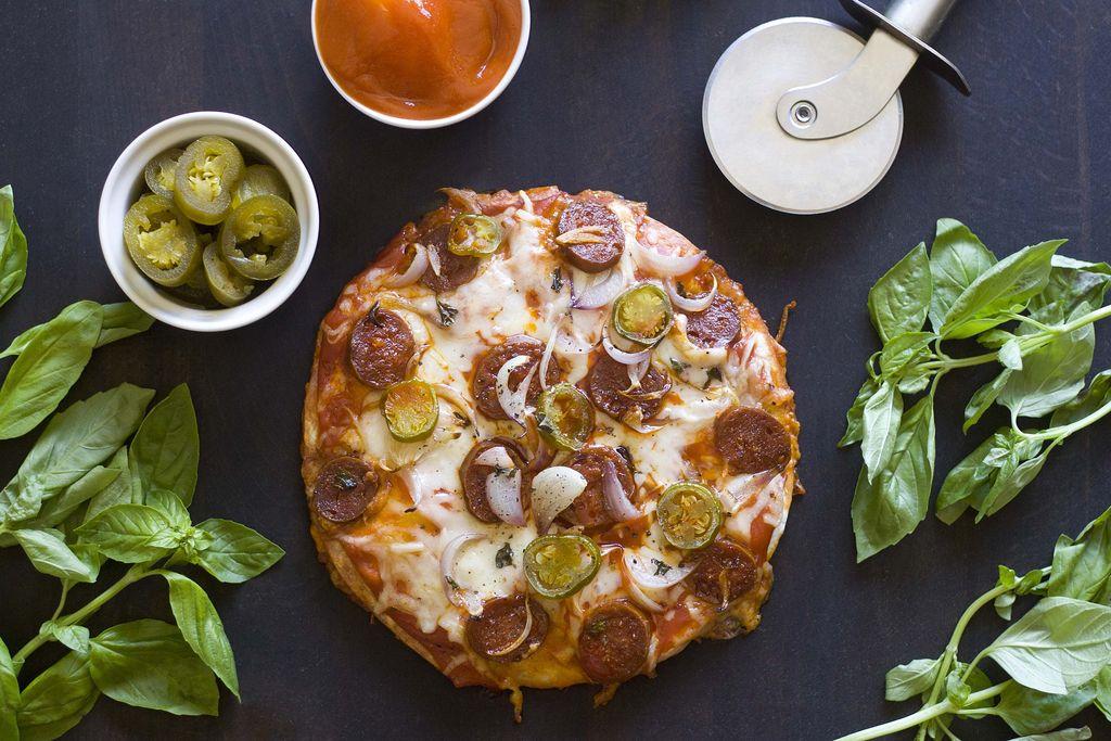 Pizzadilla de chorizo, mozzarella y jalapeños 4