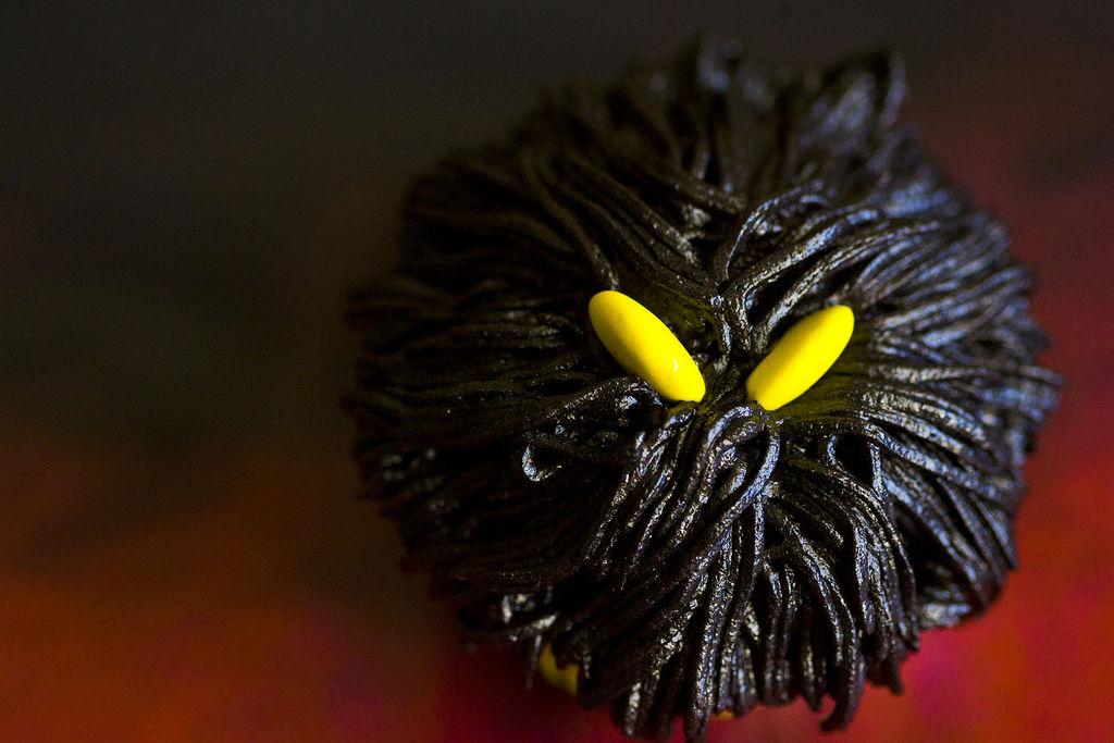 cupcakes-de-monstruos-negros-para-halloween-1