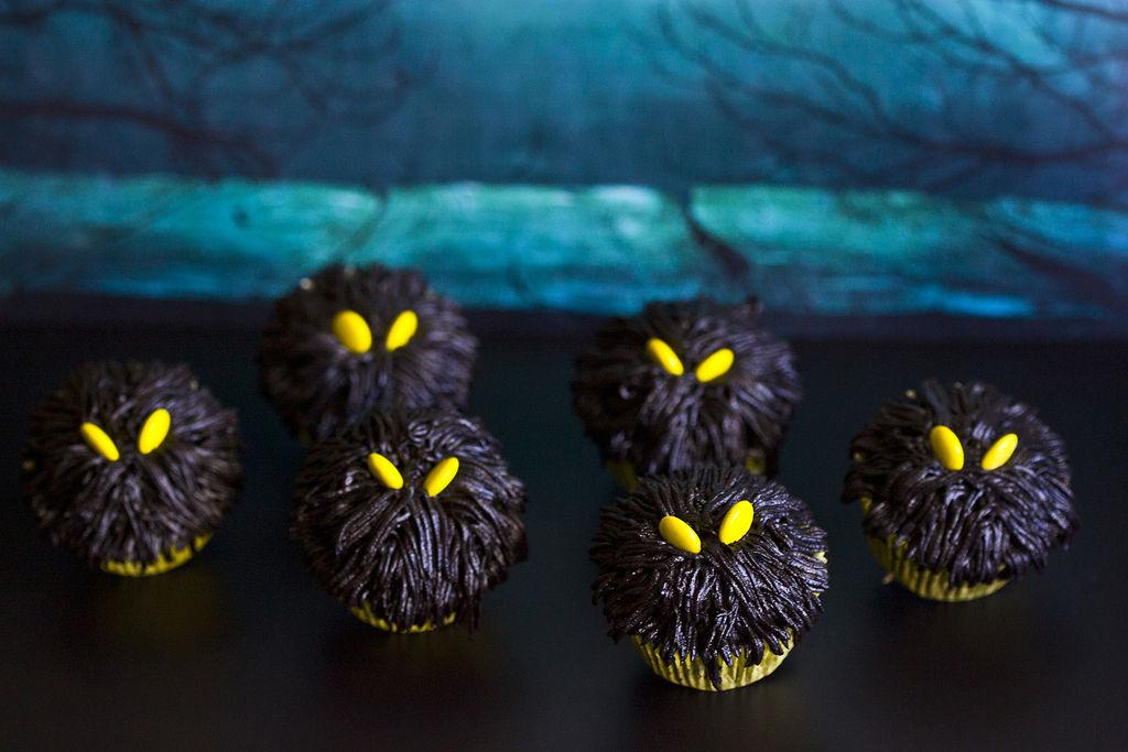 cupcakes-de-monstruos-negros-para-halloween-2