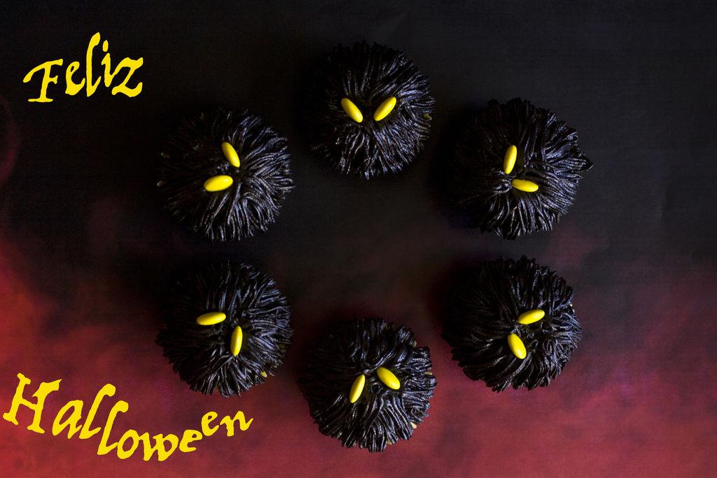 cupcakes-de-monstruos-negros-para-halloween-3