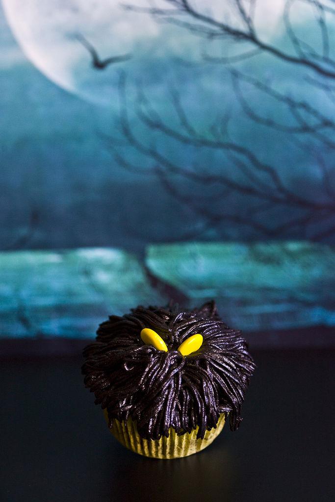 cupcakes-de-monstruos-negros-para-halloween-4