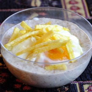 huevo-poche-con-salsa-de-setas-y-patatas-paja
