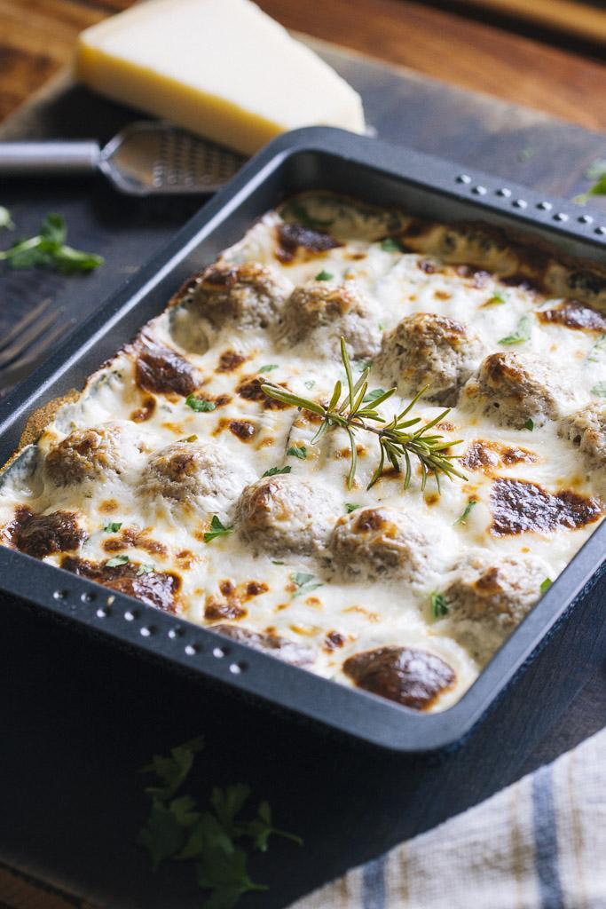 Alb ndigas con verduras al horno y salsa de queso con romero - Salsa para verduras al horno ...
